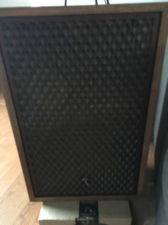 Photo Pair of Sansui SP 3200a Speakers in Good Condition - $495 (C Hill)