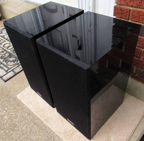 Photo Paradigm Phantom Large Bookshelf Home Stereo Speakers Sound Great - $150 (Mechanicsburg  Lisburn)