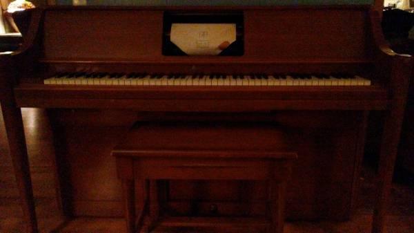 Photo Piano Player Piano w Scrolls - $500 (Mechanicsburg)