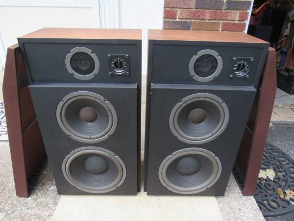 Photo Realistic Optimus 40 Vintage Stereo Speakers Need Refoamed RARE - $30 (Mechanicsburg  Lisburn)