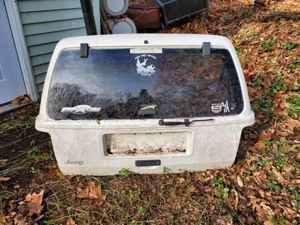 Photo Rear hatch Jeep Grand Cherokee ZJ 98 97 96 - $20 (Hummelstown)