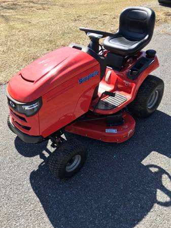 Photo Simplicity Regent S 25hp riding lawn tractor - $2,500 (Harrisburg)