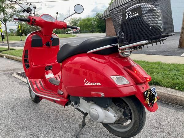 Photo Vespa GTS 250cc 2008 - $3,500 (Gettysburg)
