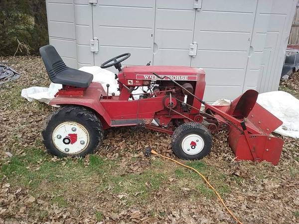 Photo Wheel horse raider 10 w accessories - $900
