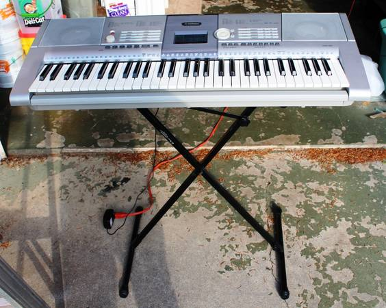 Photo Yamaha PSR-295 61 standard-size keys (C1  C6), with Touch Response. - $100 (Lebanon, PA)