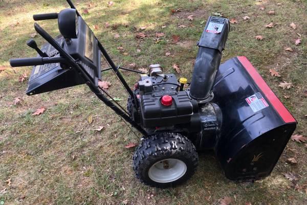Photo Yard Machines snowblower - $260 (Harrisburg)