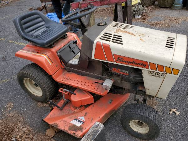 Photo 1989 Simplicity Tractor  - $350 (Mechanicsburg)