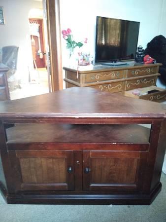 Photo corner tv stand, endcoffee table, high chair, toy boxbook shelf, tread mill (Mechanicsburg)