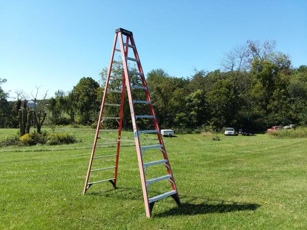 Photo 12 ft. Step ladder - $180 (Timberville)