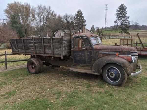 Photo 1941 Chevy 1 12 ton dump truck - $3500 (Mt. Crawford)