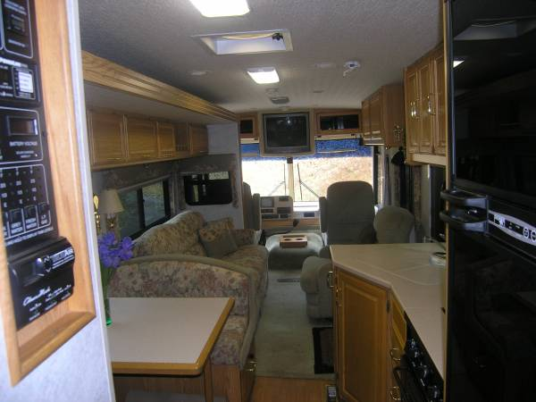 Photo 2002 Class A (35-foot) Winnebago Adventurer RV for Sale - $22,000 (Berryville)