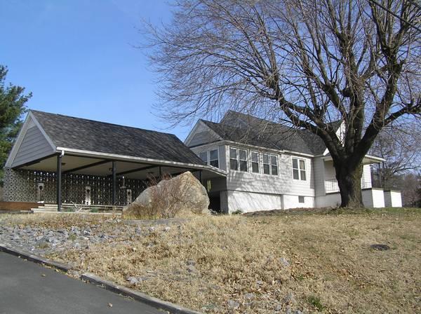 Photo $350-ROOM FOR RENT-All Utilities Incl. 2,800 SQFT(Harrisonburg)
