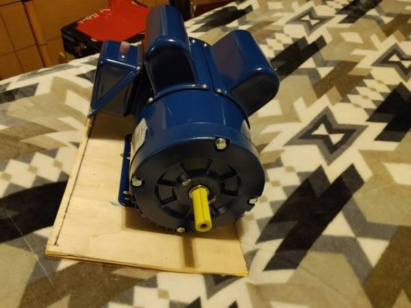 Photo 5hp Air compressor Pump240volt air compressor motor - $250 (Staunton)