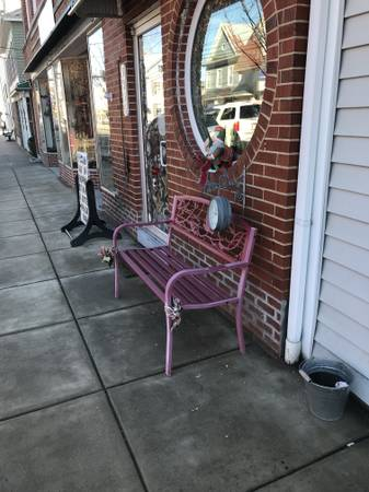 Photo A Large unfurnished Bedroom, Downtown Apartment available now (New Market VA)