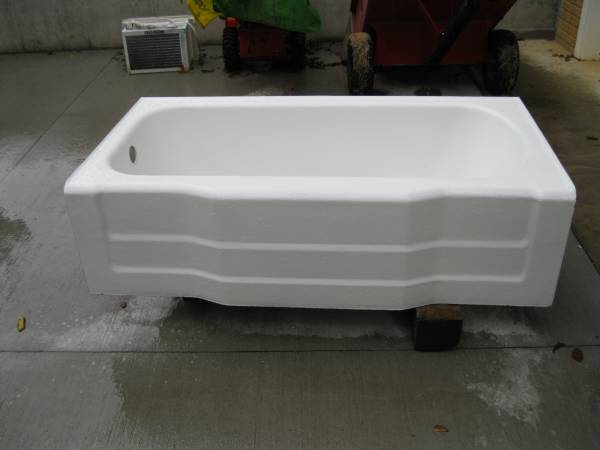 Photo Cast Iron Tub and Sink - $75 (Singers Glen)