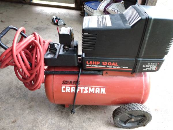 Photo Craftsman 12 gallon, 1.5 air compressor like new - $175 (Stuarts draft)