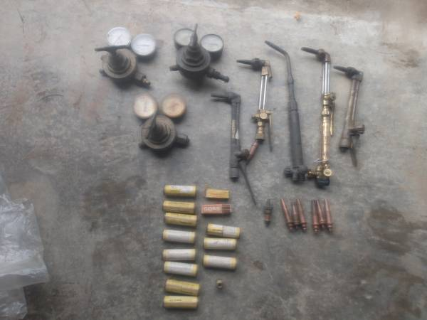 Photo Cutting torch guns, tips and Victor gauges - $175 (Stuarts draft)