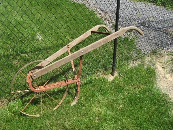Photo Garden Push Plow - $52 (Harrisonburg)