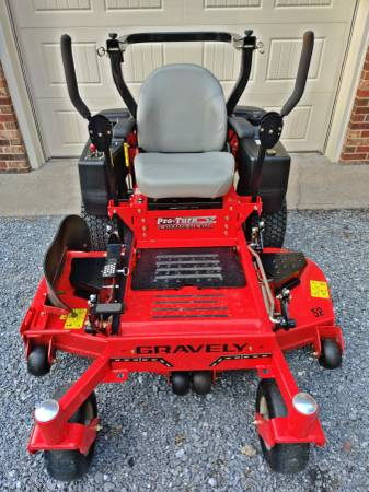 Photo Gravely Pro Turn 52quot Commercial Mower - $6,000 (Raphine)