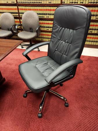 Photo NEW DANISH JYSK EXECUTIVE LEATHER CONFERENCE and DESK CHAIR - $125 (NEW MARKET VA)
