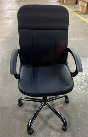 Photo NEW DANISH JYSK EXECUTIVE MIDSIZE CONFERENCE OR DESK LEATHER CHAIR - $95 (NEW MARKET VA)