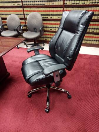 Photo NEW EXECUTIVE CONFERENCE OR DESK LEATHER CHAIR - $160 (NEW MARKET VA)