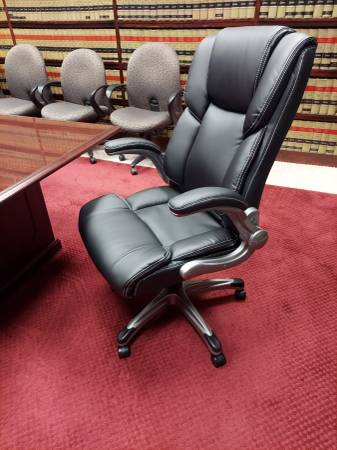 Photo NEW STATESVILLE EXECUTIVE LEATHER CONFERENCE and DESK CHAIR - $160 (NEW MARKET VA)