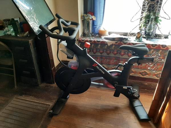 Photo PELOTON BIKE - $1800 (Staunton)
