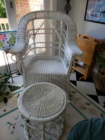 Photo white wicker rocking chairfootstool-price reduced - $125 (Lexington)