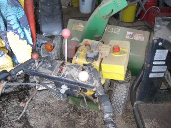 Photo 10 hp snow blower jd 1032 electric start - $100 (bristol ct)