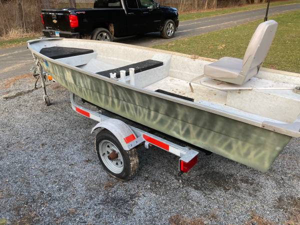 Photo 12 bass boat with motor - $2,500 (South Windsor)