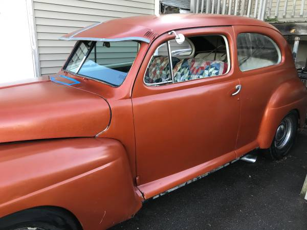 Photo 1947 Ford Tudor Deluxe Hot Rod V8 Chevy - $5,500 (South Windsor)