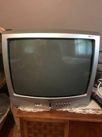 Photo 19 inch RCA TV - $15 (Higganum)
