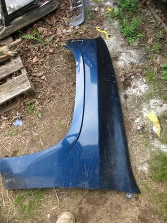 Photo 2002-2009 GMC ENVOY LEFT FENDER, CT - $30 (LUDLOW MA)