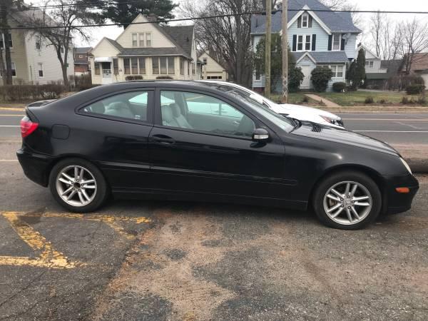 Photo 2002 Mercedes C230 Kompressor - $3500 (39 Pitkin Street, East Hartford)