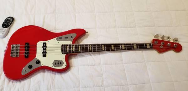 Photo 2006 Fender Jaguar Bass Hot Rod Red - $1,195 (Southwick)