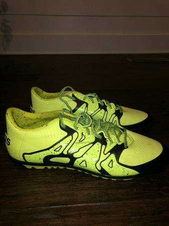Photo Adidas Mens Soccer Indoor - $25 (Manchester, CT)