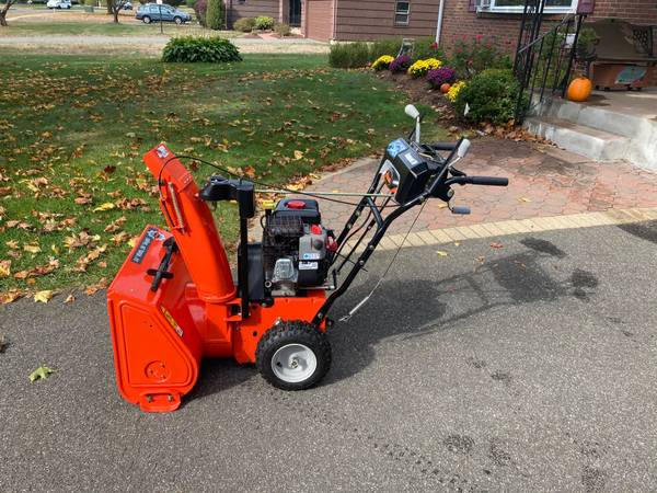 Photo Ariens Snow blower 24 in 208cc Two-Stage Self-Propelled Electric Start - $447 (Glastonbury)
