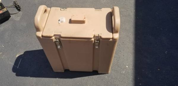 Photo CAMBRO HOT OR COLD COMMERCIAL COFFEE MILK JUICE LIQUID CARRIER, DIS - $35 (Manchester)