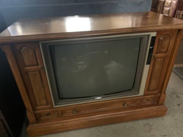 Photo Console TV 197039s - $50 (Southington)