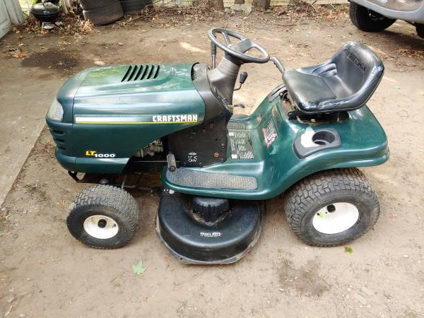 Photo Craftsman LT1000 lawn tractor-runs perfect- tons of new parts - $400 (Stafford Springs)