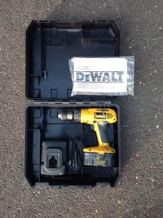 Photo DeWalt 18v Cordless Drill - $15 (Enfield)