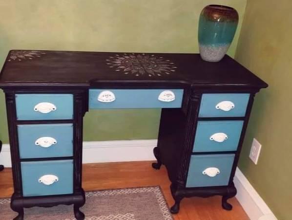 Photo Desk Solid Mahogany Shabby Chic  Chair - $250 (Cranston, RI)