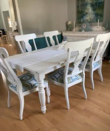Photo Ethan Allen Solid Maple Table  6 chairs - $2,699 (windsor)