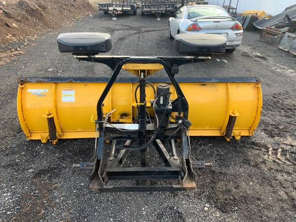 Photo FISHER 9ft HD SNOW PLOW . - $2300 (South Windsor)