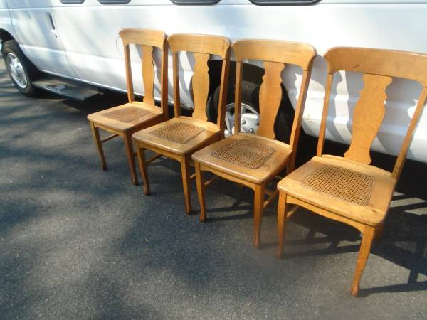 Photo Four Beautiful Vintage T-Back Oak Dining Room Chairs - $275 (Rocky Hill CT.)