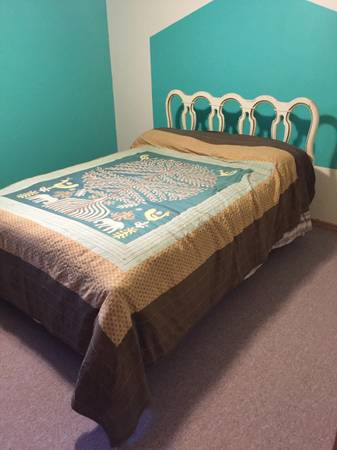 Photo Full size vintage bed and zinus mattress - $300 (Avon)