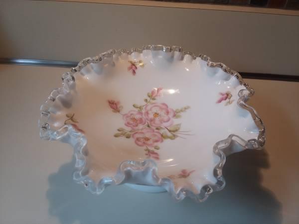 Photo Gorgeous Fenton Silvercrest Milk Glass Bowl - $15 (Berlin, CT)