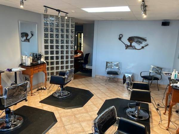 Photo Hair Salon Space in West Hartford Move in Ready (West Hartford)