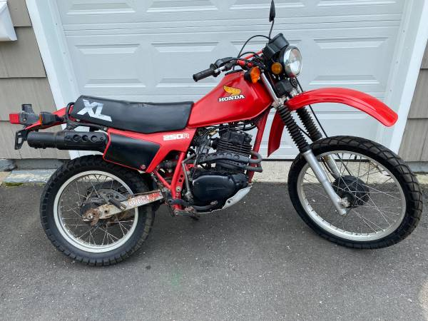 Photo Honda XL250R - Street legal dirt bike - $2,895 (Simsbury, CT.)